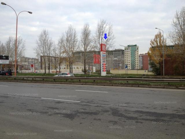 Адрес(а) на фотографии: улица Крестинского, 37, 37/1, 39А, 42, Екатеринбург