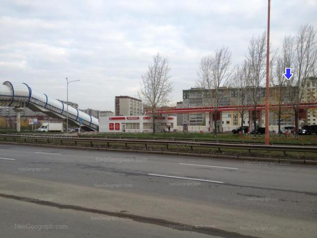 Адрес(а) на фотографии: улица Крестинского, 33, 37/1, 39А, 40, Екатеринбург