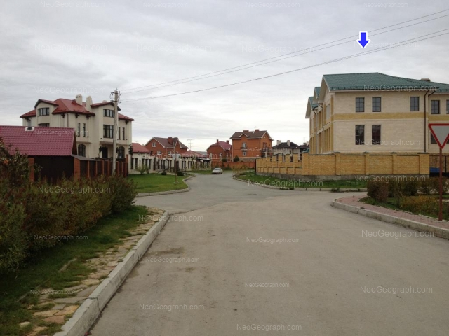 Адрес(а) на фотографии: Колокольная улица, 53, 55, 64, Екатеринбург