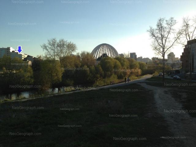 Адрес(а) на фотографии: улица 8 Марта, 43, 45а, Екатеринбург