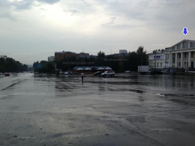 Адрес(а) на фотографии: улица Старых Большевиков, 22, Екатеринбург