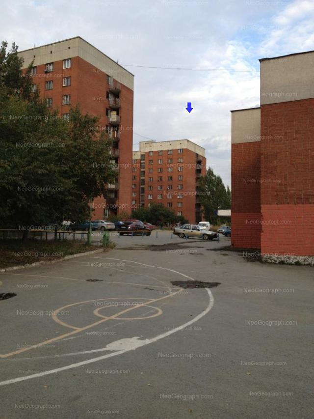 Address(es) on photo: Kosmonavtov avenue, 28, 30/2, 30/3, Yekaterinburg