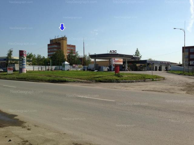 Адрес(а) на фотографии: улица Учителей, 30, 30а, 32, Екатеринбург